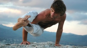 Men and Yoga: Why Guys Should Roll Out a Mat